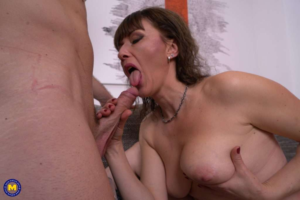 This Naughty Cougar Loves Getting Fucked In The Afternoon