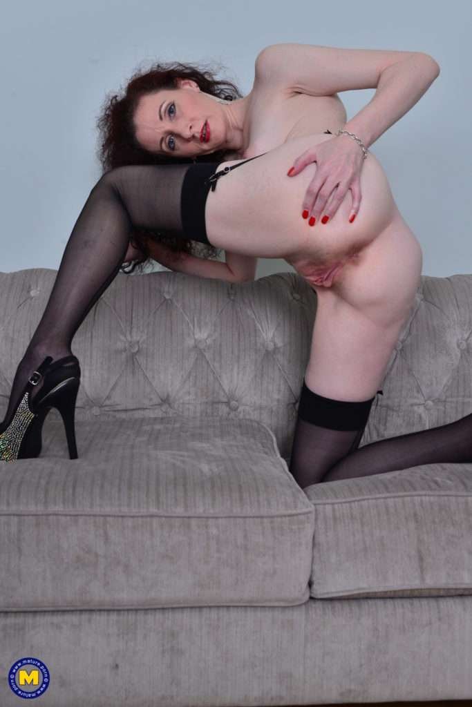 Horny Housewife Scarlet Loves To Play With Her Pussy