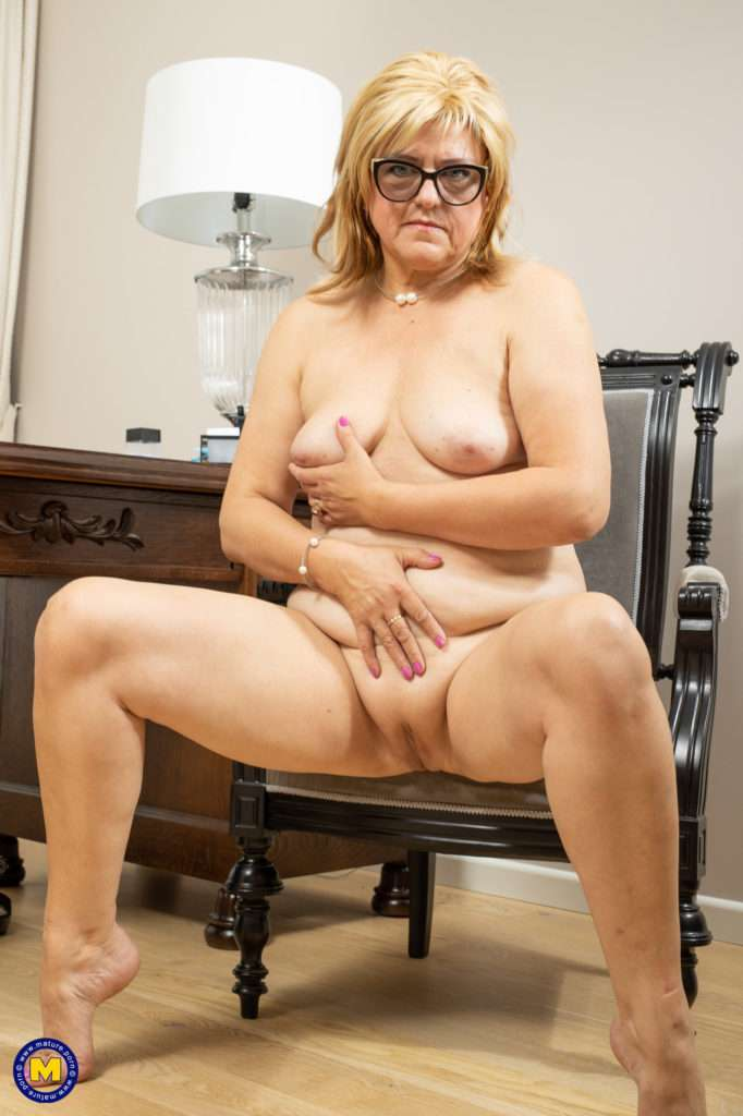Mature Ashlea Is Working Late At The Office When She Gets Horny She Just Starts Playing With Her Self.