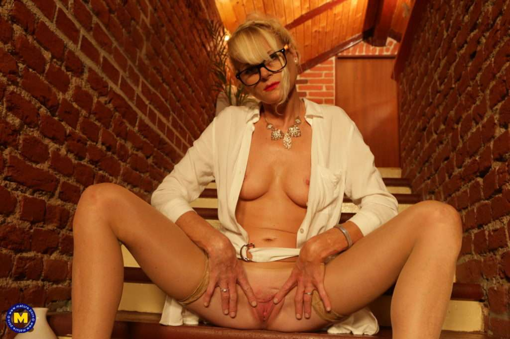 Milf Ellis Loves To Play On The Stairs With Her Pussy