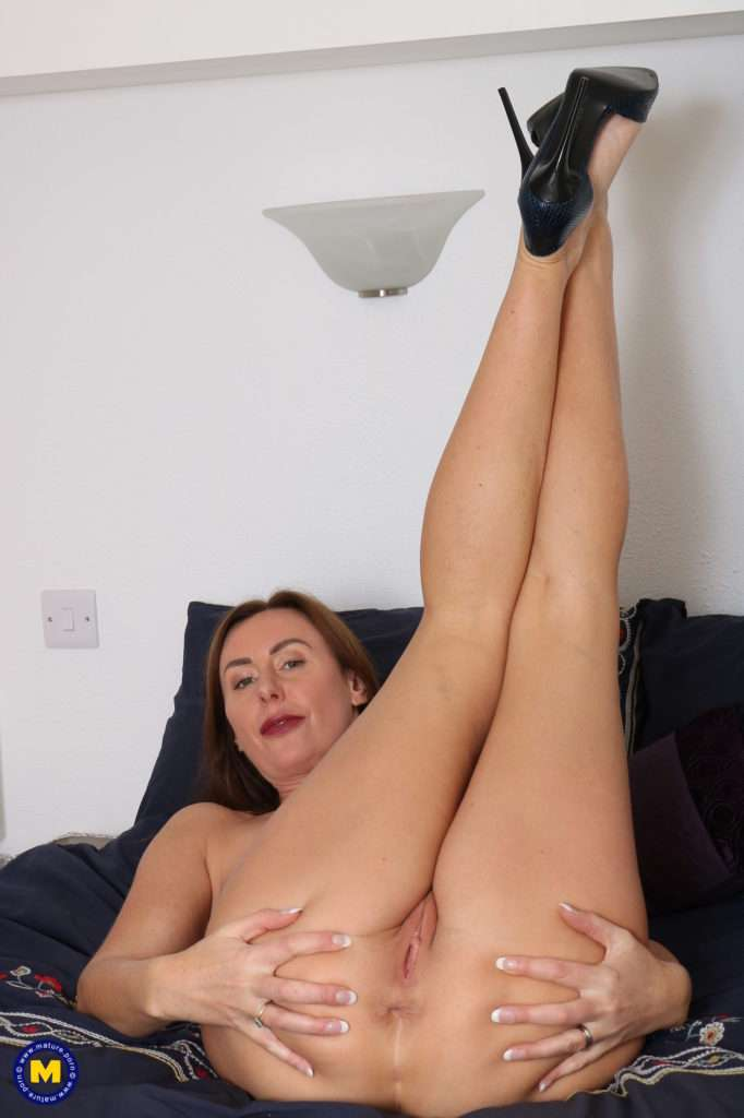 Horny Housewife Playing With Herself In The Afternoon While Her Husbands At Work