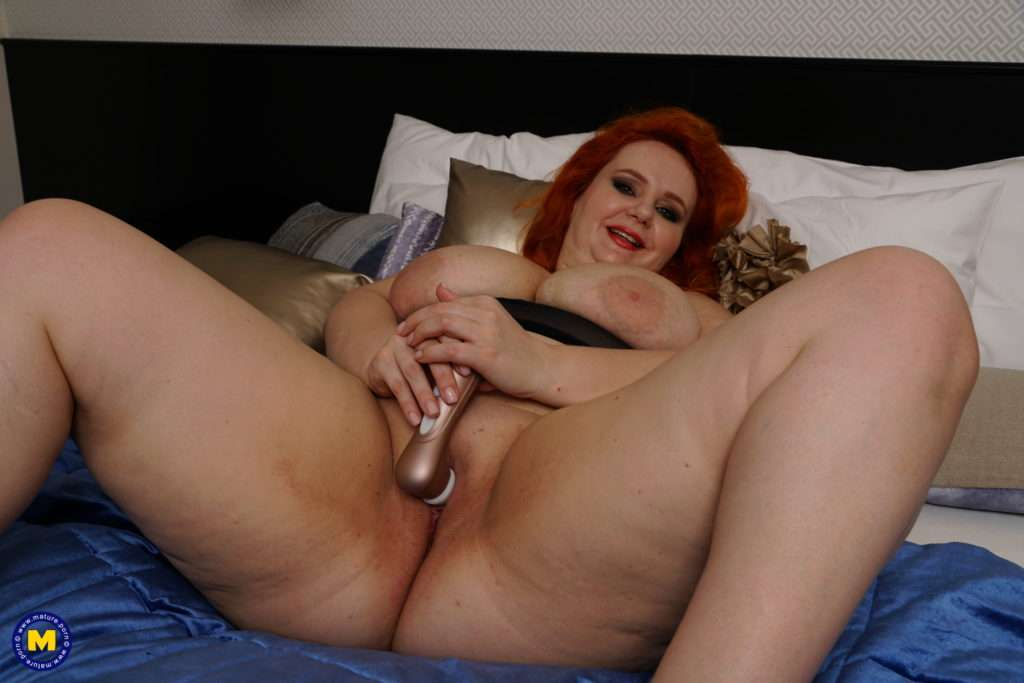 Big Breasted Milf Playing With Her Wet Pussy