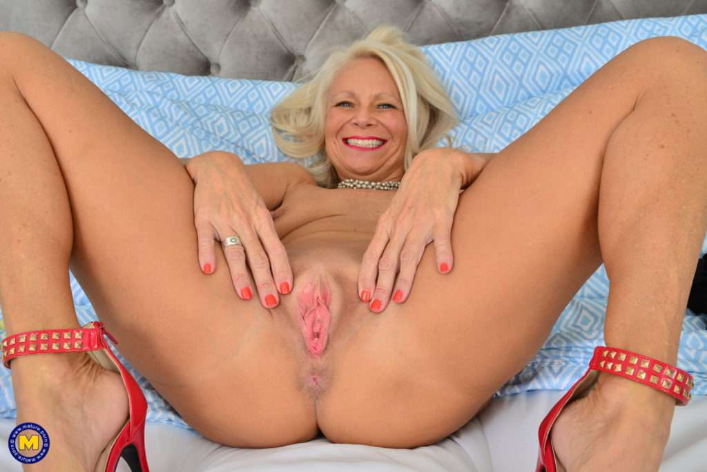 She Is Horny And Mature And Loves Playing With Her Wet Pussy