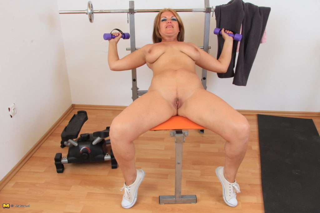 Horny Mature Lady Sucking And Fucking At The Gym